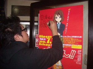 プレミアムポスターに落書きしております・・・