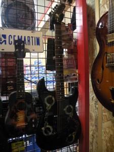 オイラの手錠ギターね。